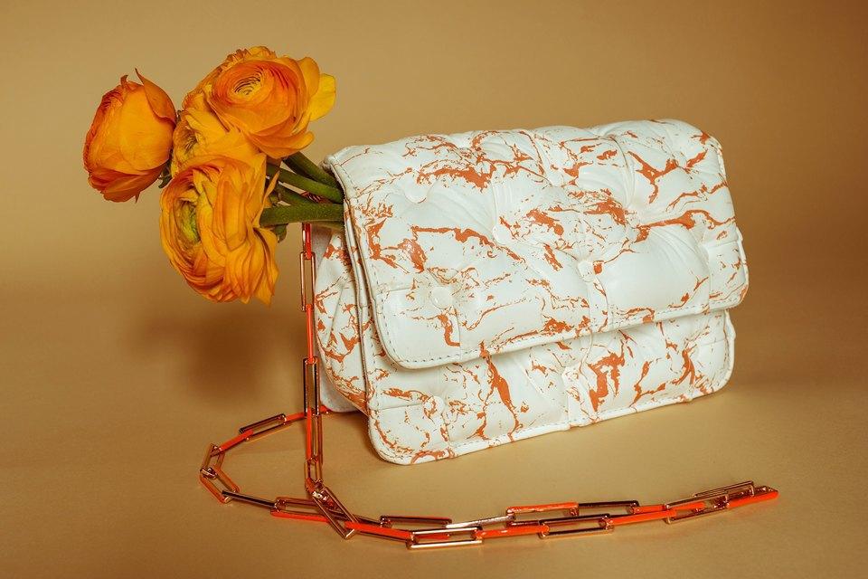 Яркие цветы и сумки. Изображение № 8.