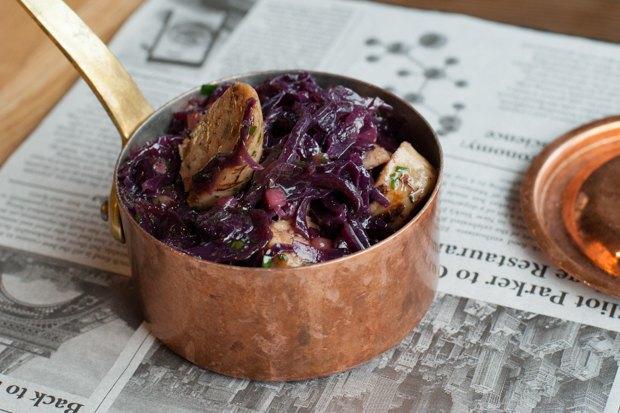 Насколько разные блюда приготовят 10шеф-поваров изодного продукта— капусты. Изображение № 7.