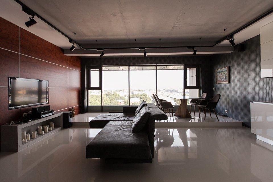 Мужская квартира с панорамным видом на город. Изображение № 2.