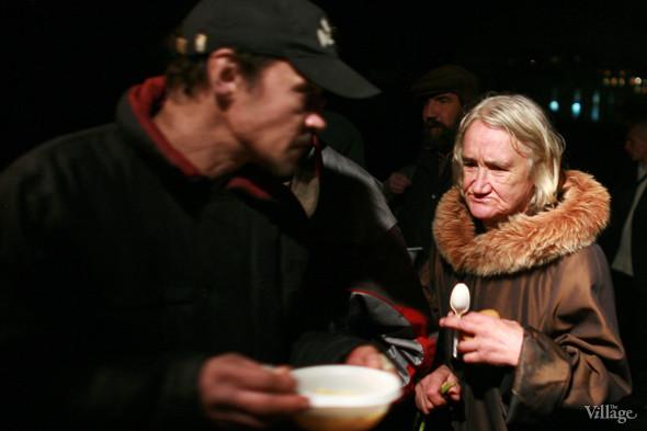 Ночной рейс: Волонтёры и бездомные автобуса «Ночлежка». Изображение № 18.