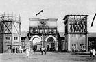 Первый вход в парк, построенный в 1923 году. Арка первой Всероссийской сельскохозяйственной и кустарно-промышленной выставки. 1923 г. Нынешнюю арку построили после войны. Изображение № 12.