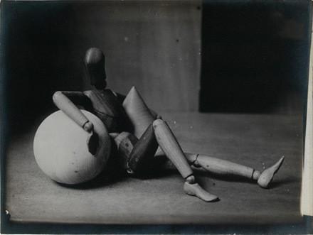 Ман Рэй, «Усталый манекен», 1926 год. Изображение № 5.