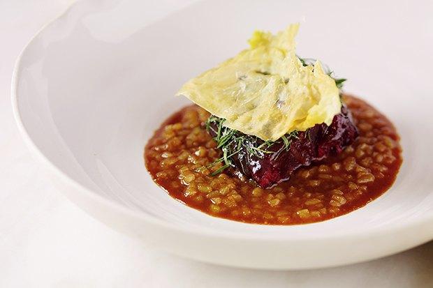 Насколько разные блюда приготовят 10шеф-поваров изодного продукта— капусты. Изображение № 6.