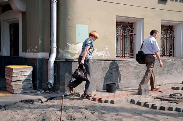 Свежая укладка: как асфальт меняют на плитку в Москве. Изображение № 22.
