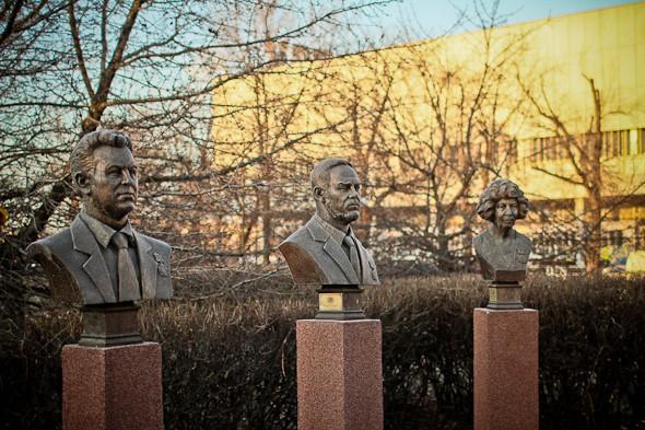 Падение кумиров: В парке «Музеон» демонтировали незаконные памятники. Изображение № 4.