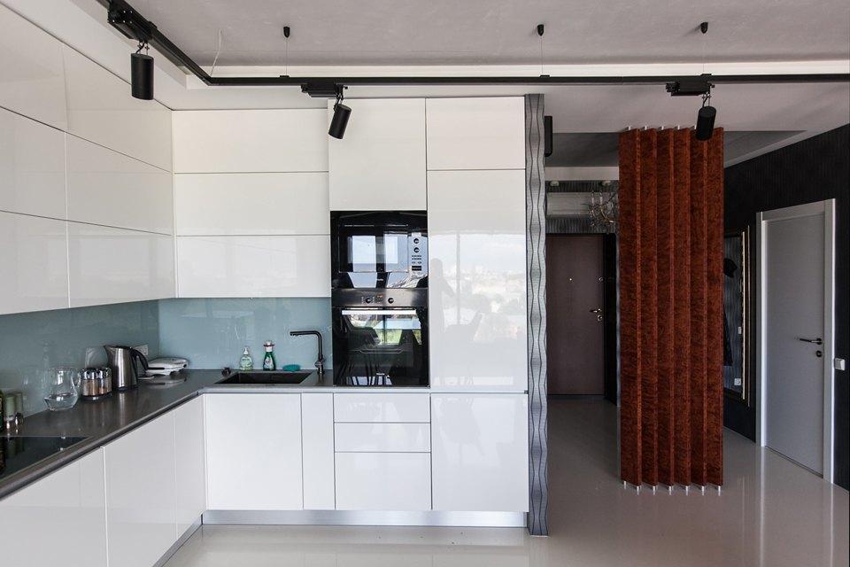 Мужская квартира с панорамным видом на город. Изображение № 16.