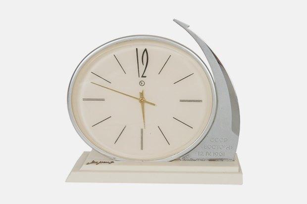 Часы настольные «Молния»; 1961 г. Челябинский часовой завод. Изображение № 13.