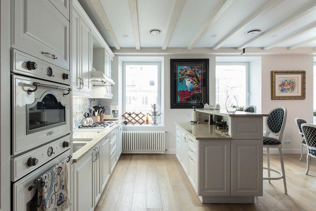 Квартира встаром доме склассической мебелью иплиткой азулежу (Петербург). Изображение № 8.