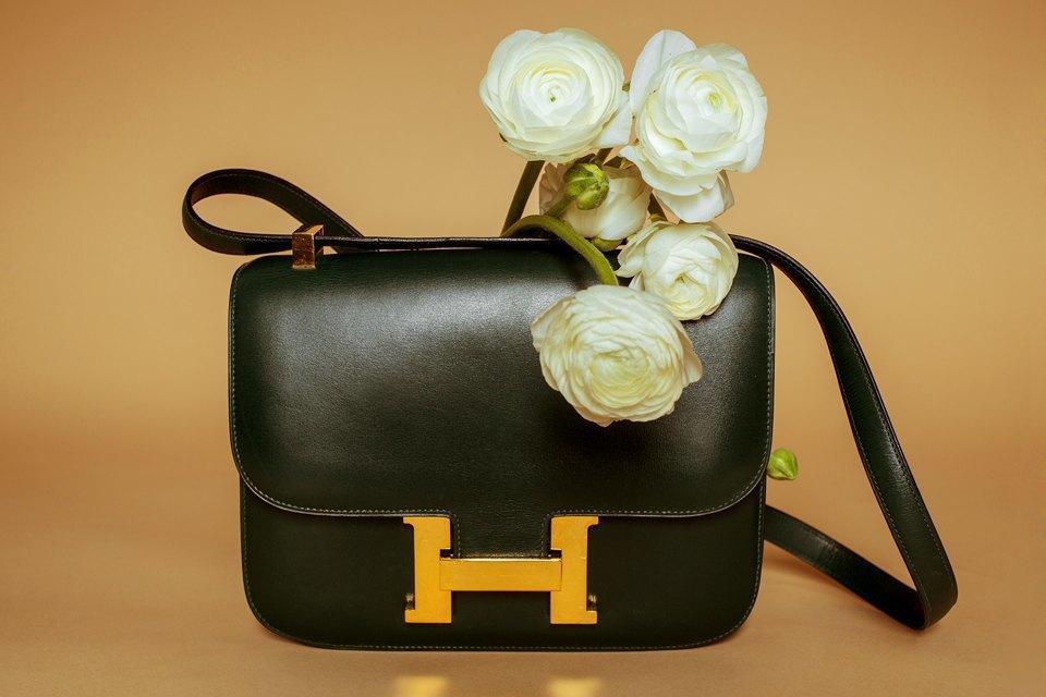 Яркие цветы и сумки. Изображение № 3.