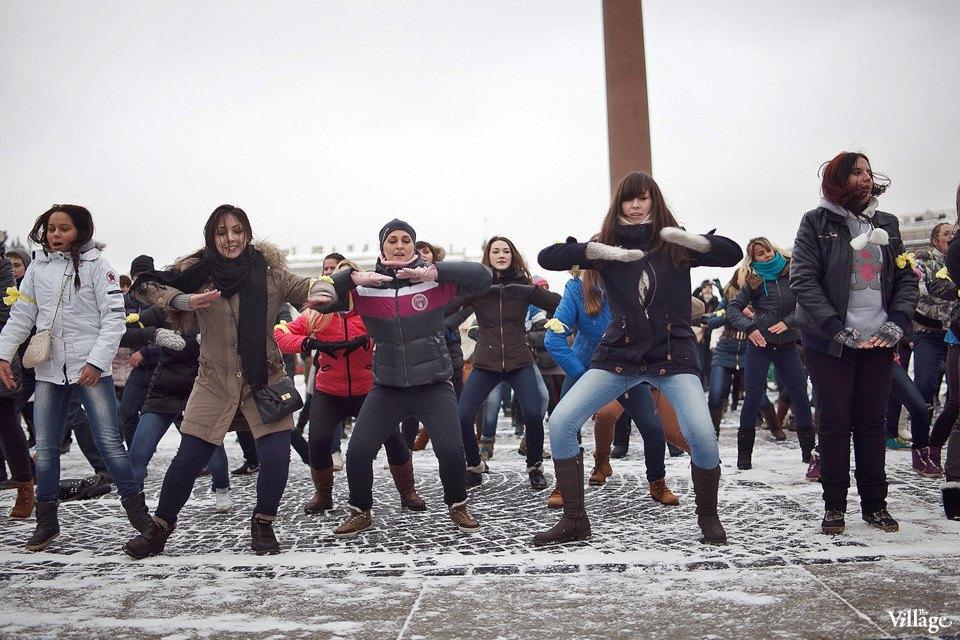 Фоторепортаж: Gangnam Style и зарядка на Дворцовой площади. Изображение № 7.