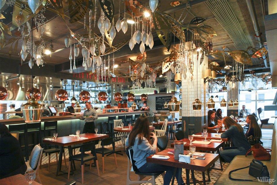 Фоторепортаж: Новогодние интерьеры ресторанов и кафе . Изображение № 13.