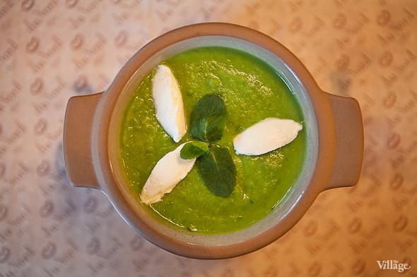 Potage St. Germain – «Потаж Сен-Жермен» — крем-суп из зелёного горошка с мятой и козьим сыром — 210 рублей. Изображение № 33.