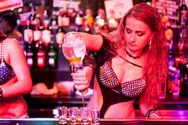 Пьяную Анастасию Трахают В Баре