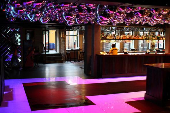 Изображение 4. На «Красном Октябре» открылся бар-ресторан Gipsy.. Изображение № 3.