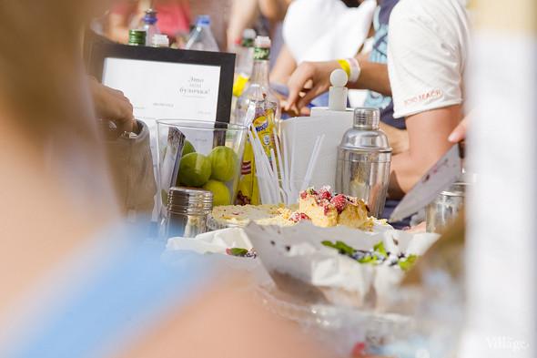 Еда на Пикнике «Афиши»: сэндвичи Foodster, пироги «Это моя булочка» и бургеры от «Даров природы». Изображение № 3.