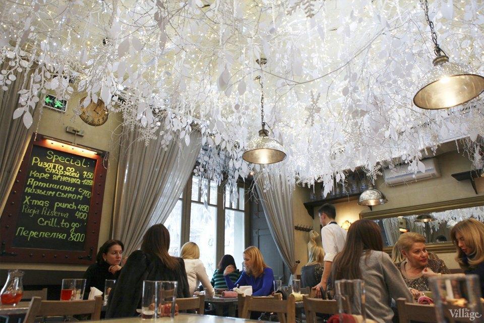 Фоторепортаж: Новогодние интерьеры ресторанов и кафе . Изображение № 10.