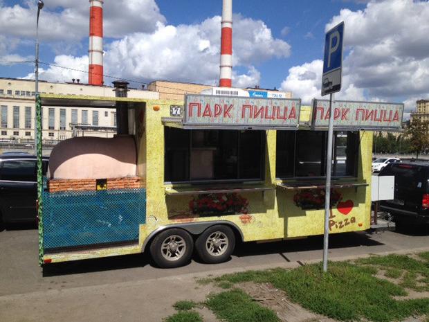 В парке Горького появилась пиццерия на колёсах. Изображение № 1.