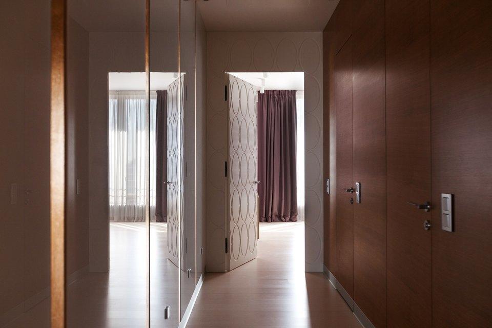 Трёхкомнатная квартира сострогим интерьером. Изображение № 23.