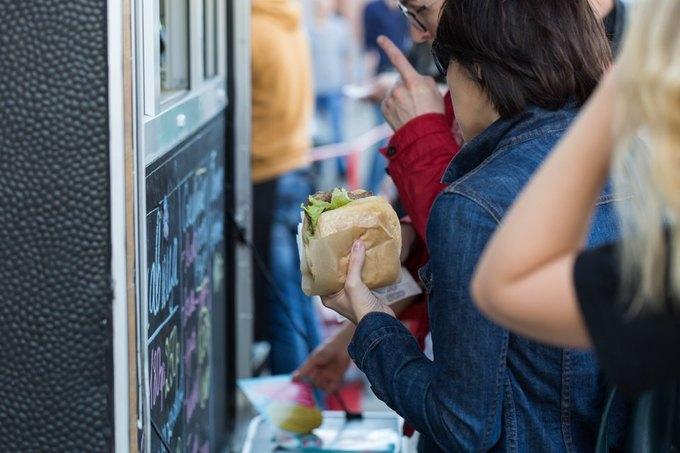 Создатели фургона ссербской уличной едой Ukusno открыли стационарное кафе. Изображение № 1.