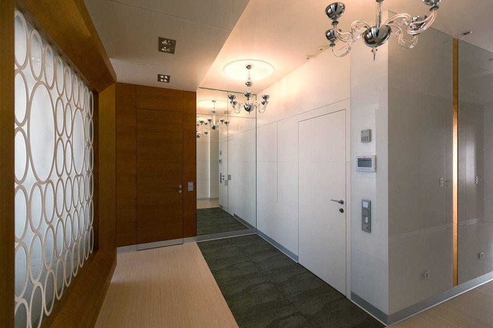 Трёхкомнатная квартира сострогим интерьером. Изображение № 29.