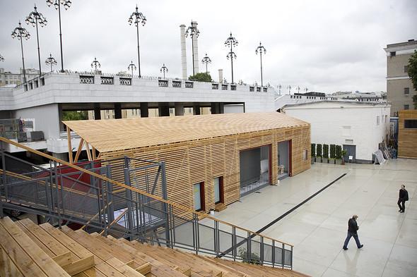 «Стрелка» состоит из четырех студий, лекционного зала, медиатеки, большого двора с амфитеатром и бара Strelka с летней террасой на крыше.. Изображение № 56.