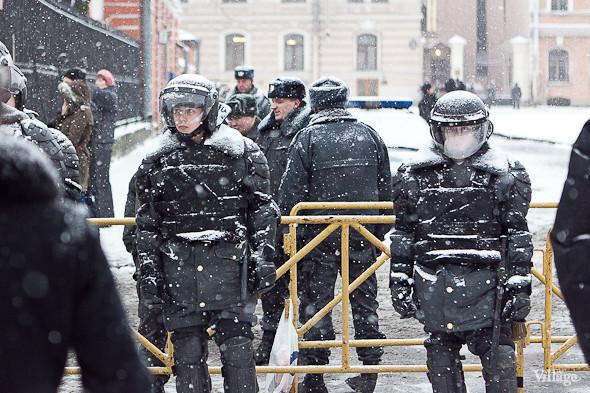 Два санкционированных митинга в Петербурге собрали 2 500 человек. Изображение № 21.