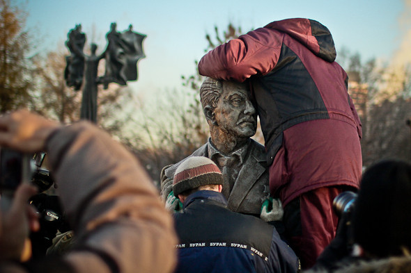 Падение кумиров: В парке «Музеон» демонтировали незаконные памятники. Изображение № 6.