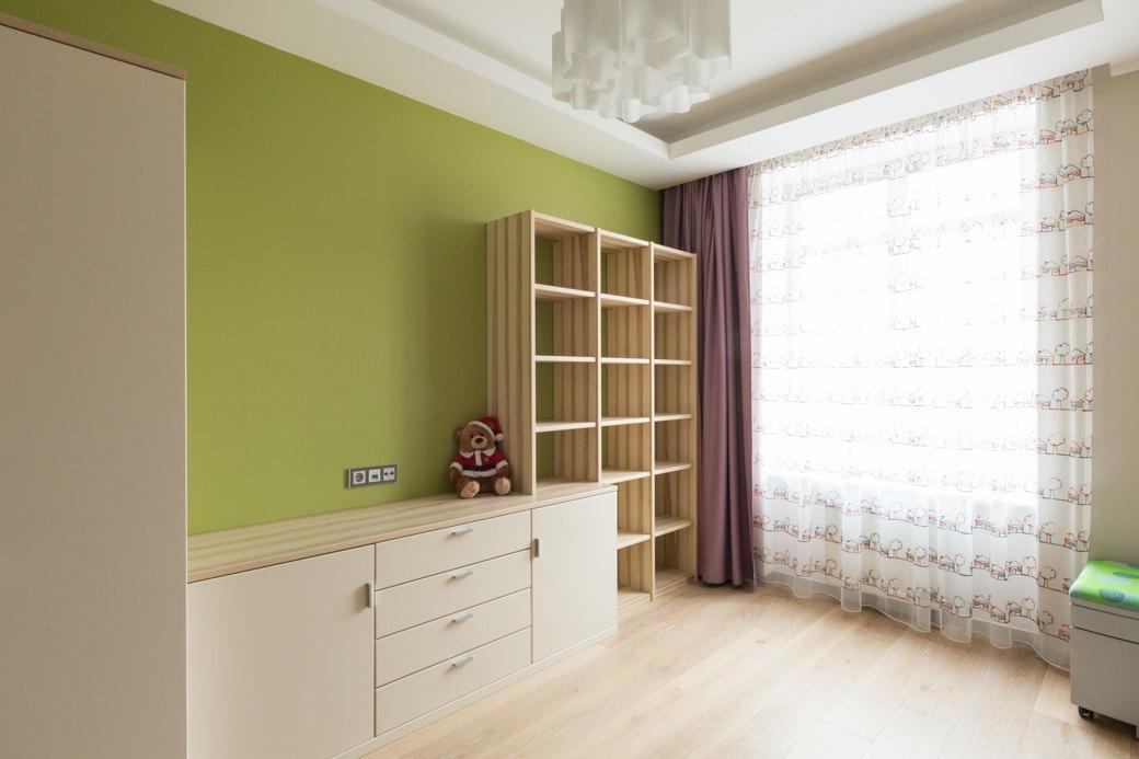 Большая квартира сострогим интерьером в«Парадном квартале» (Петербург). Изображение № 20.
