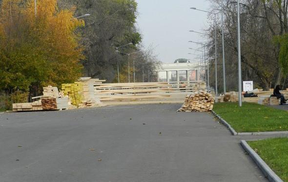 В парке Горького начали строить самый большой каток в Москве. Изображение № 7.