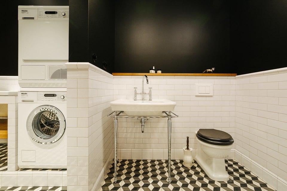 Четырёхкомнатная квартира наОстоженке скрасным холодильником и медными трубами. Изображение № 19.
