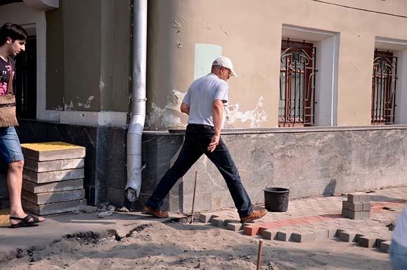 Свежая укладка: как асфальт меняют на плитку в Москве. Изображение № 23.