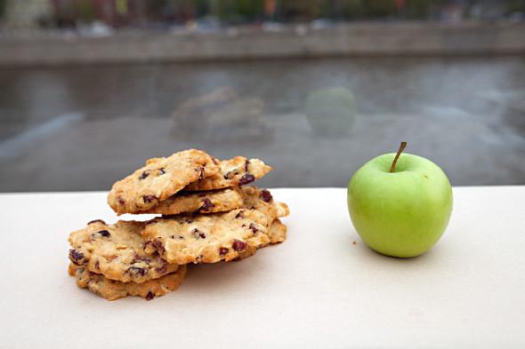 Печенье с белым шоколадом и клюквой —30 рублей. Изображение № 4.