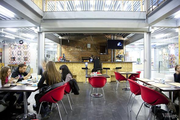 Общая кухня: Кафе-бар Iskra, кафе «Молоко», Genius Bar и Cafe Brocard на «Флаконе». Изображение № 39.