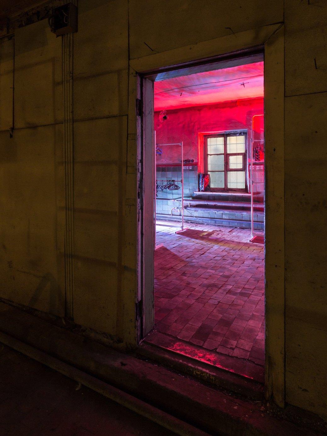 Заводы стоят: Как вПетербурге проводят рейвы впромышленных зданиях. Изображение № 5.