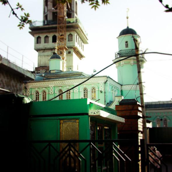 Изображение 1. В зоне риска: Соборная мечеть в Выползовом переулке.. Изображение № 2.