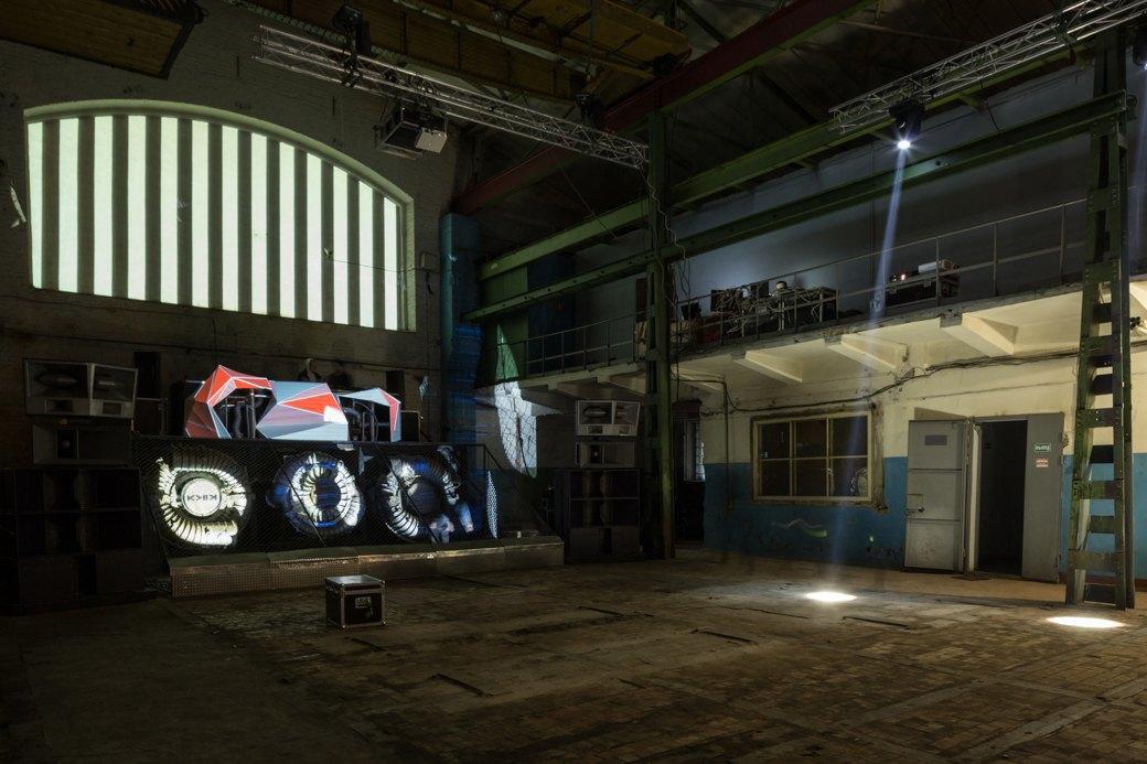 Заводы стоят: Как вПетербурге проводят рейвы впромышленных зданиях. Изображение № 6.
