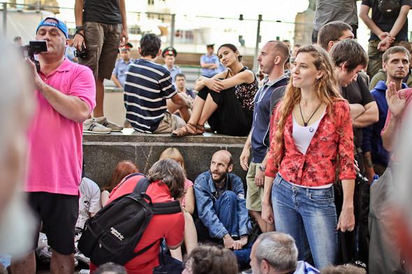 Copwatch: действия полиции на «сидячем» митинге «Стратегии-31» на Триумфальной площади. Изображение № 16.
