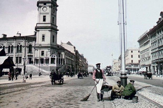 Дворники на Невском проспекте. 1896 г.. Изображение № 3.