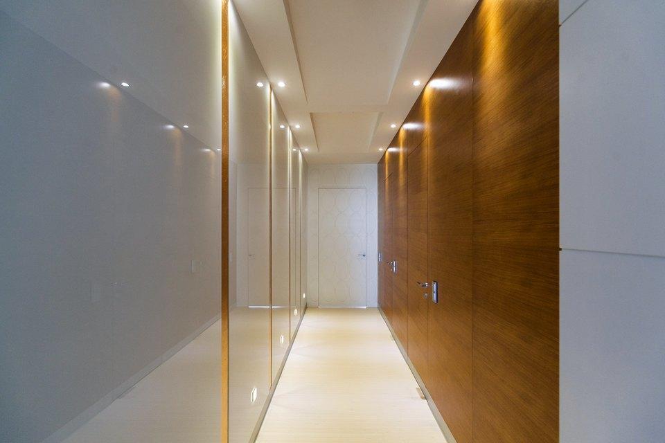 Трёхкомнатная квартира сострогим интерьером. Изображение № 24.