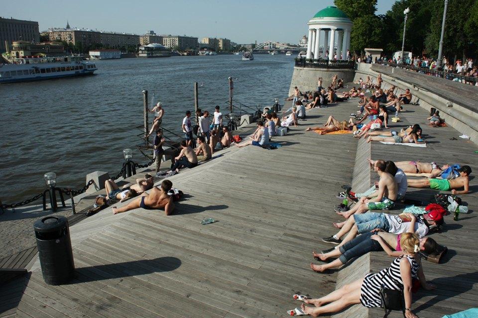 Как выглядит парк Горького в выходной день. Изображение № 3.