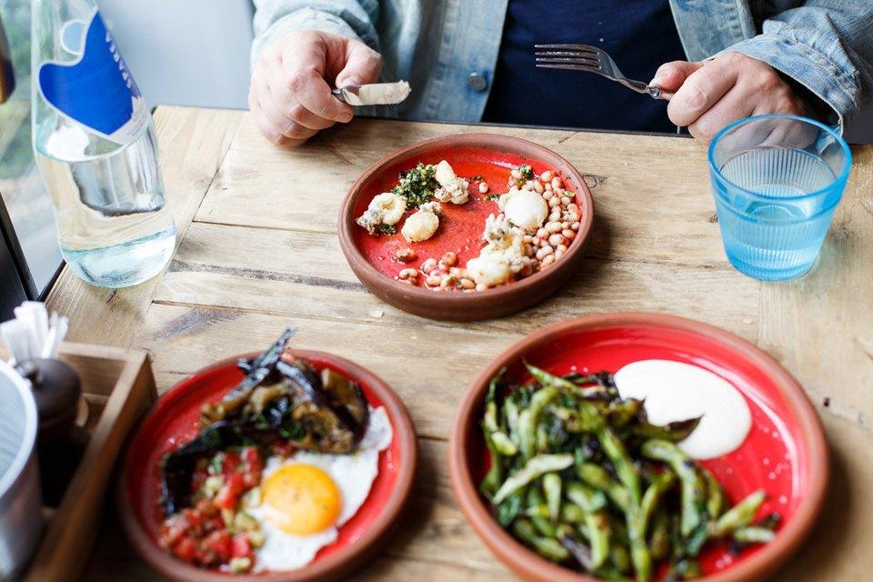 В ресторанах, к созданию которых причастен Уильям Ламберти, вкусно всегда», — Илья Осколков-Ценципер о еде в Glenuill. Изображение № 13.