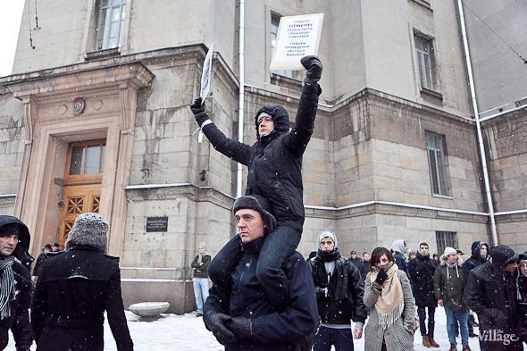 Два санкционированных митинга в Петербурге собрали 2 500 человек. Изображение № 43.