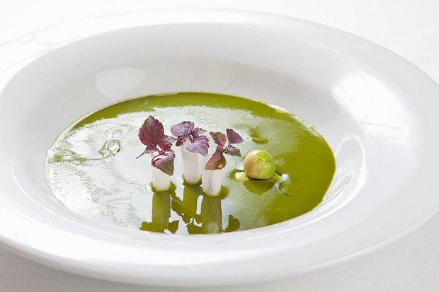 Насколько разные блюда приготовят 10шеф-поваров изодного продукта— капусты. Изображение № 10.