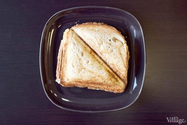 Горячий сендвич дабл-сыр/ветчина-сыр — 50 рублей. Изображение № 16.