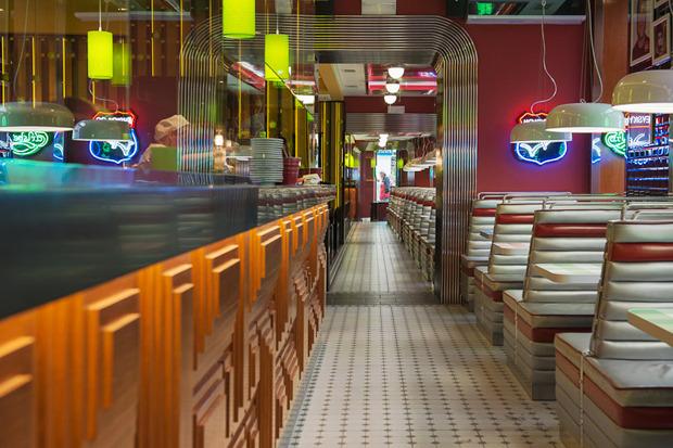 «Две палочки» открылись в стиле американского придорожного кафе. Изображение № 3.