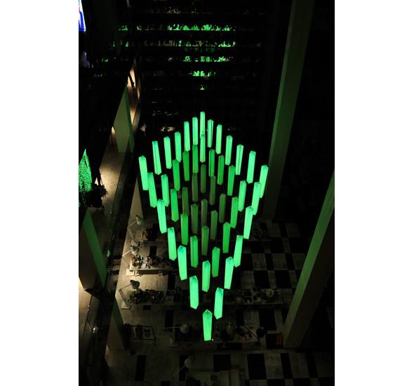 Изображение 3. В столичном универмаге появилась световая инсталляция.. Изображение № 5.