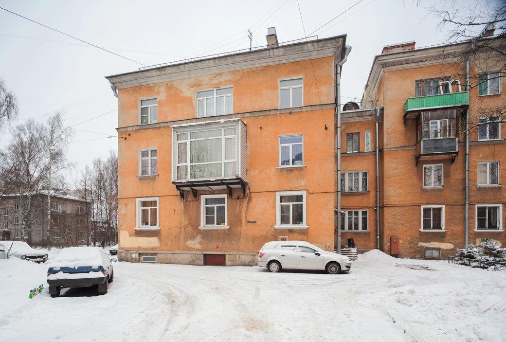 В одном из нерасселённых домов «Городка» не отремонтирован фасад. В остальном, по словам жителей, дома в отличном состоянии. Изображение № 12.