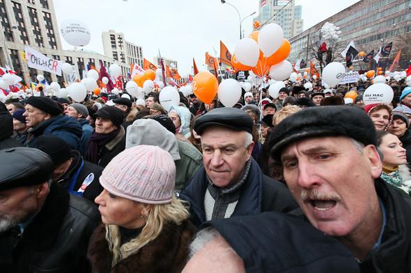 Митинг «За честные выборы» на проспекте Сахарова: Фоторепортаж, пожелания москвичей и соцопрос. Изображение № 41.