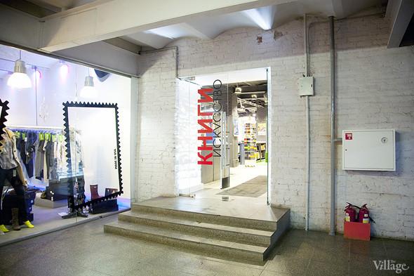 На «Винзаводе» открылся новый книжный магазин «Артбукса». Изображение № 1.