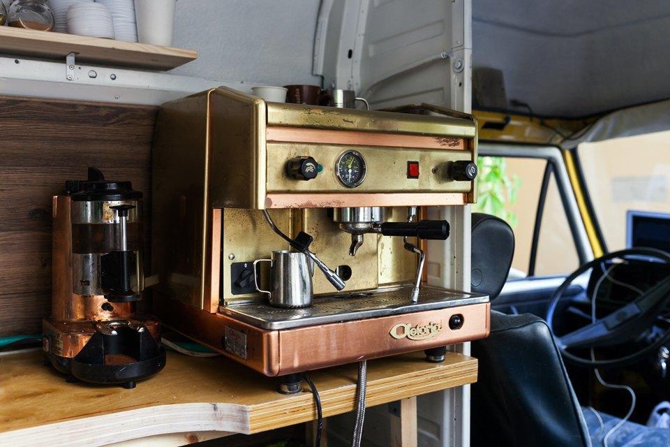 Как сделать из старого фургона кафе на колесах. Изображение № 4.